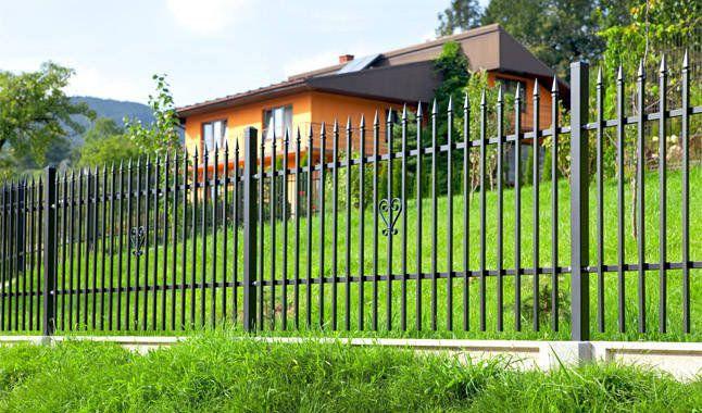 Почему металлический забор никогда не выйдет из моды?